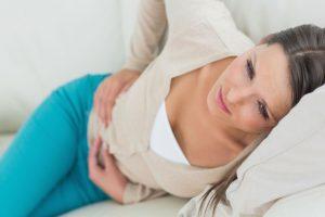 Боль в животе - основной симптом болезни