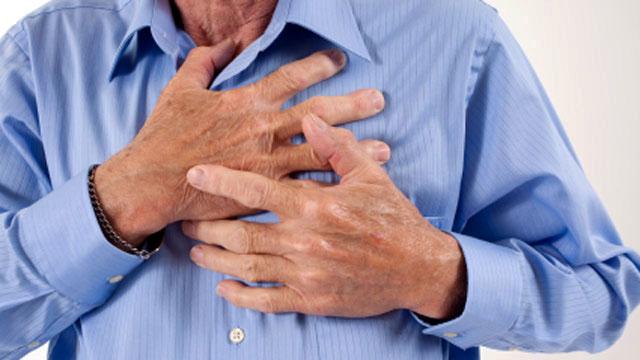 Болевые ощущения в груди могут быть признаком пороков развития сердца