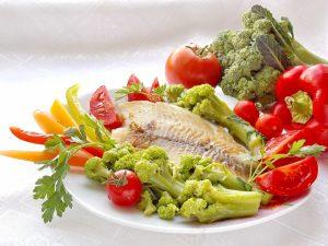 Морская рыба и овощи - идеальный вариант для питания