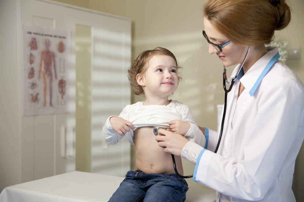 Проявление заболевания у детей мало чем отличается от симптомов недуга у взрослых