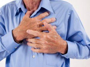 Боль в груди - один из признаков болезни