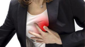 Если постоянно беспокоят боли в области сердца - стоит посетить врача