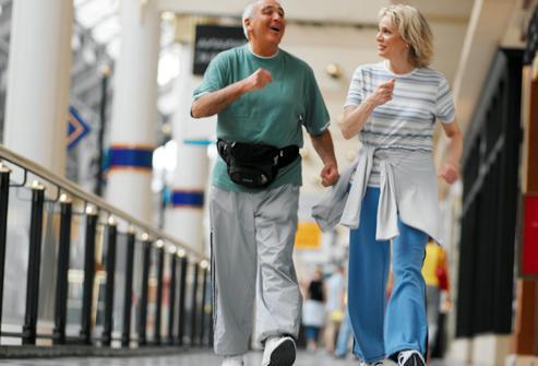 Физическая реабилитация при инфаркте миокарда с небольшим участком повреждения сердечной мышцы начинается уже через пару дней после приступа