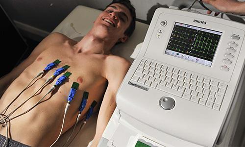 При инфаркте миокарда используют 12 отведений, а также может понадобиться суточный мониторинг