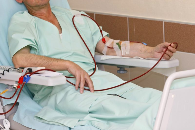 От состояния больного назначается соответствующее лечение, среди которых - гемодиализ